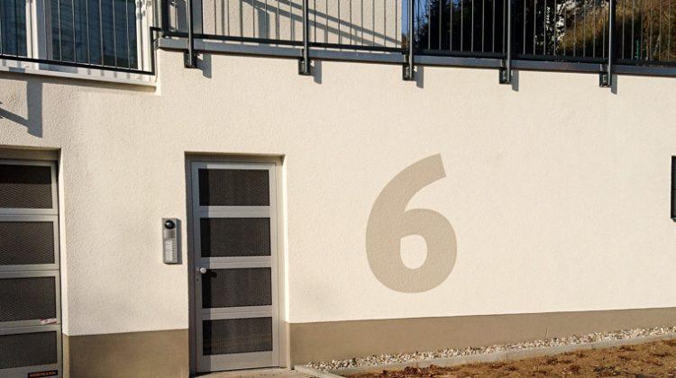 individuell gestaltete Hausnummer